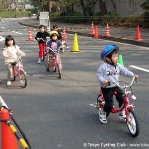 bike school in outer gardens of Meiji Shrine (神宮外苑)