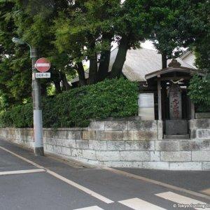九品仏浄真寺への案内碑
