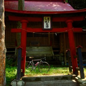 dilapidated shrine at foot of Imagawa-toge