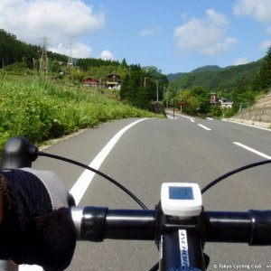 Tranquil roads leading to Hinazuru-toge