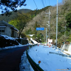 Wada toge lots of melting snow today