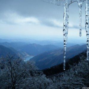 More icicles and view on Lake Naguri