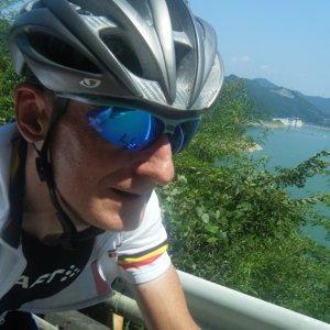 Riding past Lake Kannako 神流湖