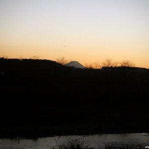 Tamagawa and Fujisan at sunset