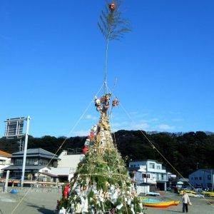 Saitoyaki 左義長 in Kamo'i Harbor 鴨居港 (Miura)