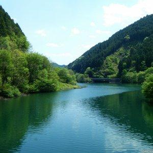 Circling around Lake Naguri...