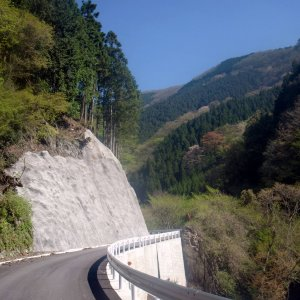 (some) sections on road up Arima-toge beautifully repaired!
