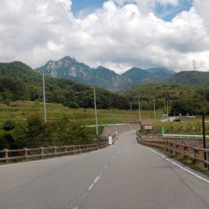 wide road running between Tokusa-toge and Shinshu-toge